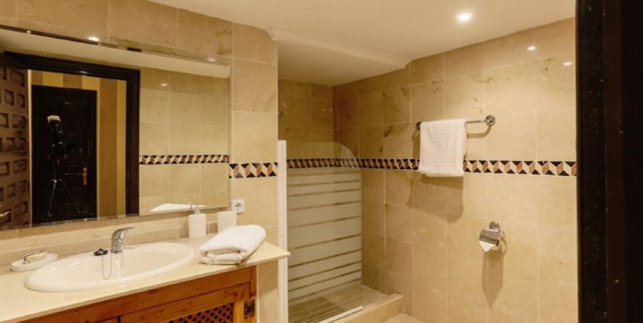 Large finca Marbella Finca Buenaventura bathroom