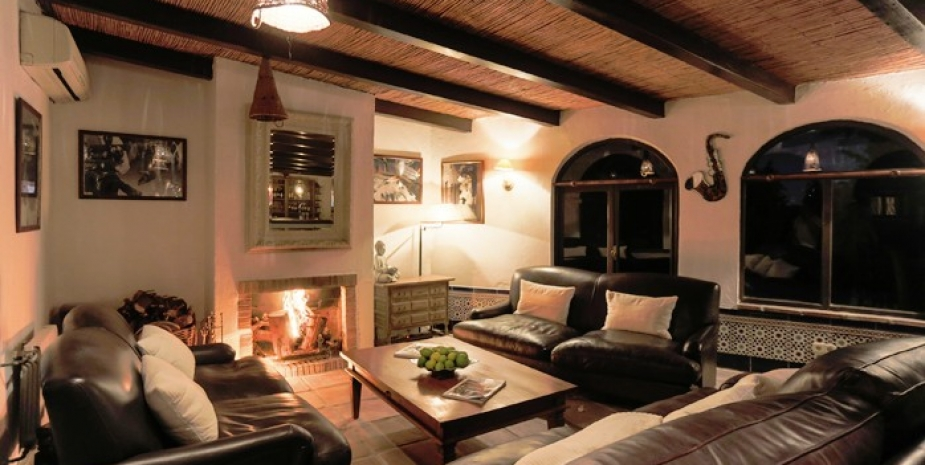 Large finca Marbella Finca Buenaventura lounge and bar by night