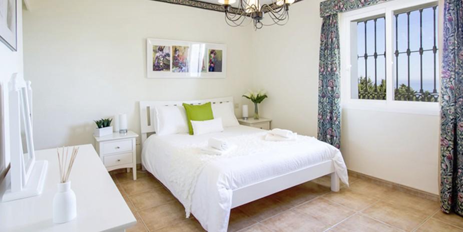 Large villa Estepona Villa Jasmine bedroom 2 ensuite ground floor