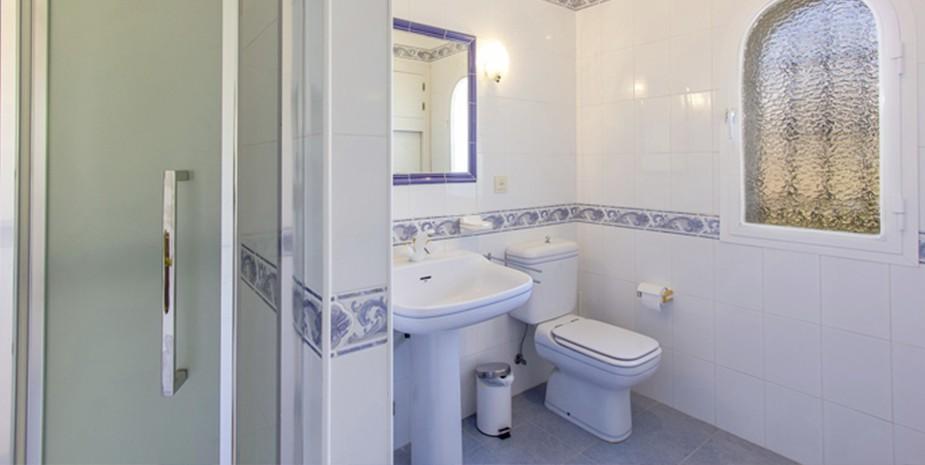 Large villa Estepona Villa Jasmine family bathroom