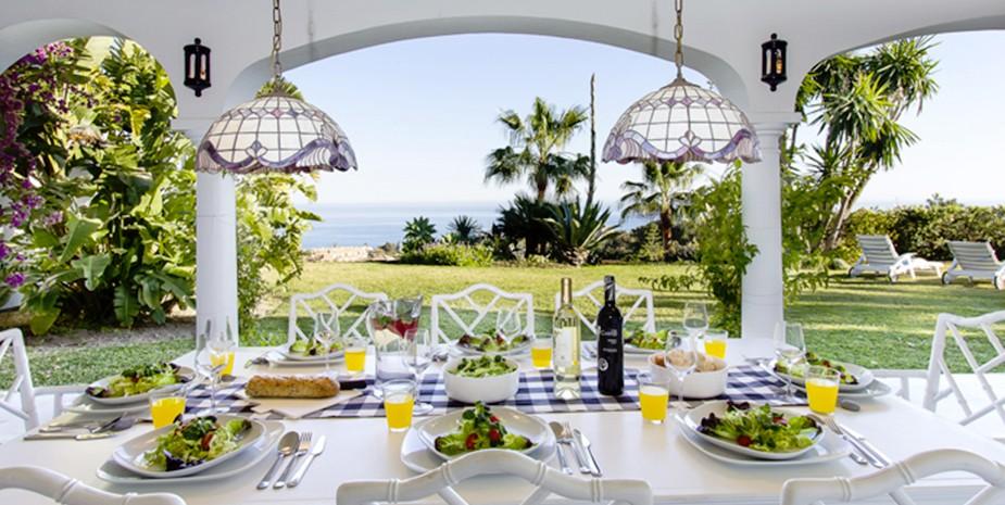 Large villa Estepona Villa Jasmine lunch with sea views
