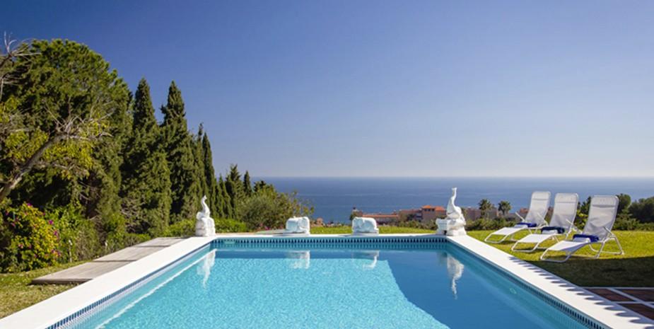 Large villa Estepona Villa Jasmine stunning sea views from the pool