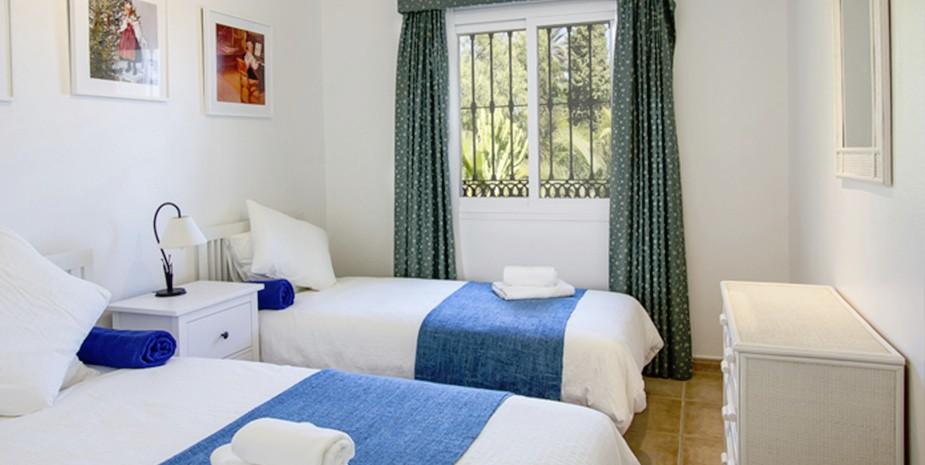 Large villa Estepona Villa Jasmine twin bedroom