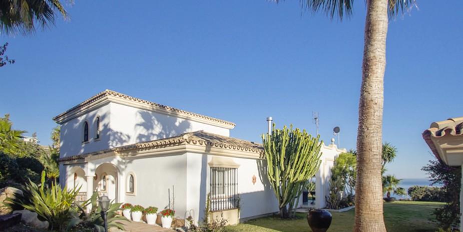 Large villa Estepona Villa Jasmine villa entrance