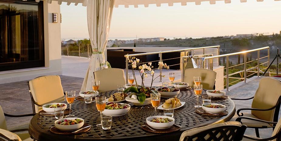 Luxury villa Marbella 10 bedrooms Villa el Cano al fresco dining