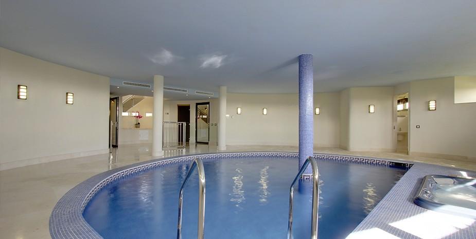 Luxury villa Marbella 10 bedrooms Villa el Cano indoor heated pool