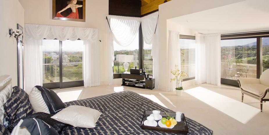 Luxury villa Marbella 10 bedrooms Villa el Cano master bedroom
