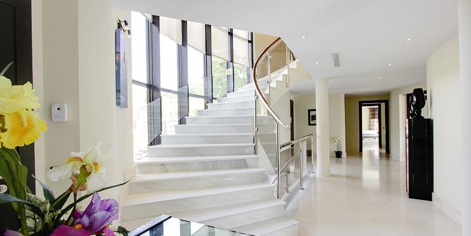 Luxury villa Marbella 10 bedrooms Villa el Cano stunning marbled hallways