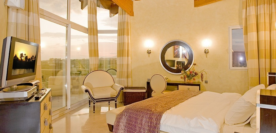 Villa el Cid luxury villa Marbella master bedroom