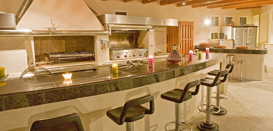 Villa el Cid luxury villa Marbella outside catering and bar