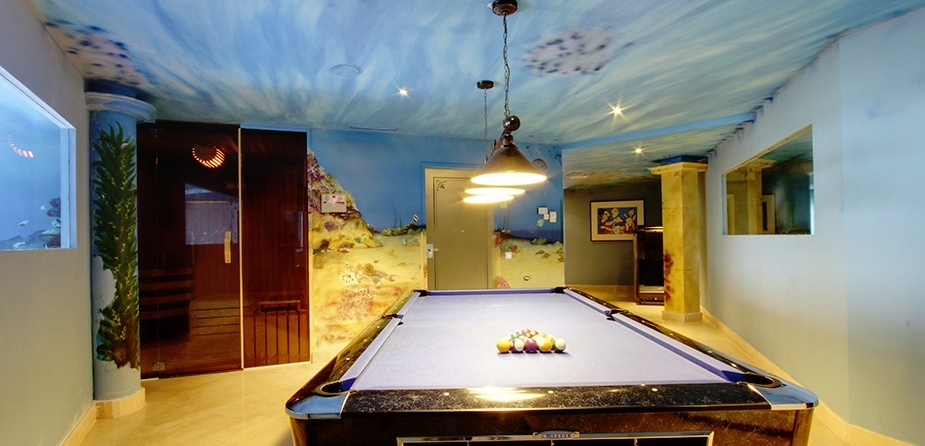 Villa el Cid luxury villa Marbella pool table